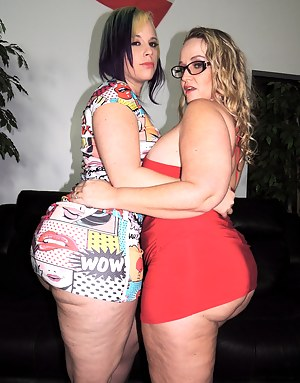 Hot Lesbian Moms Humping Porn Pictures