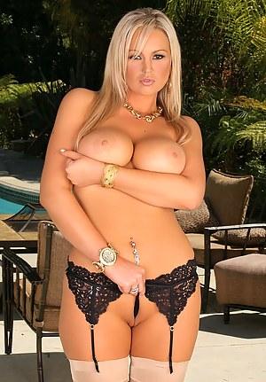 Hot Moms Pornstar Porn Pictures