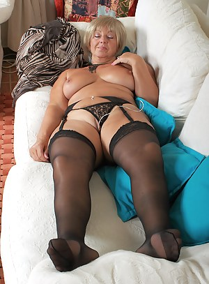 Hot Moms Sleeping Porn Pictures
