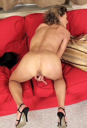 Hot Moms on Knees Porn Pictures