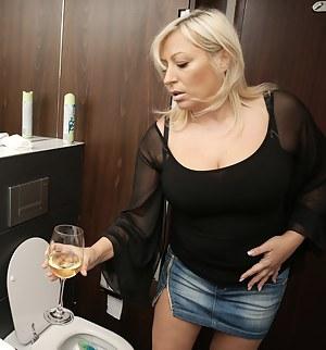 Hot Moms Toilet Porn Pictures