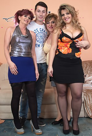 Hot Moms Foursome Porn Pictures