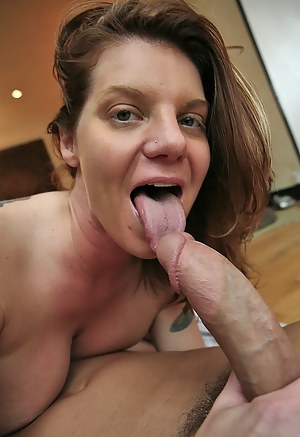 Hot Moms Tongue Porn Pictures