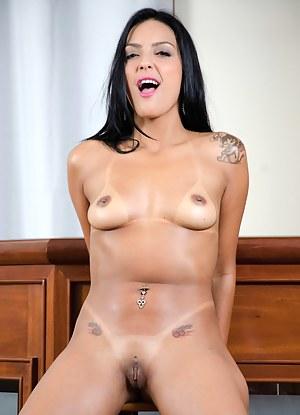 Hot Brunette Moms Porn Pictures