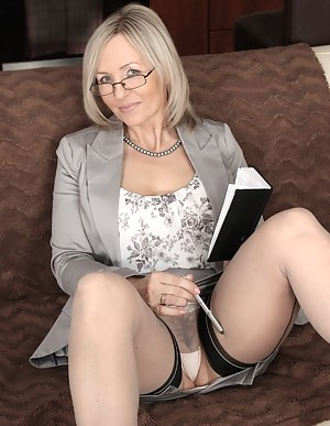 Hot Moms Upskirt Porn Pictures