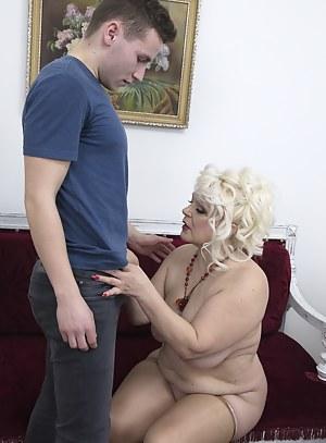 Hot Moms Seduction Porn Pictures