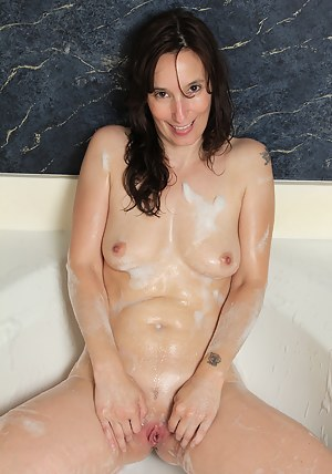 Hot Moms Wet Pussy Porn Pictures