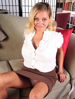 Hot Moms Skirt Porn Pictures