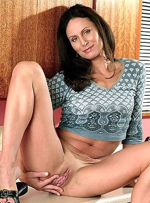 Hot Moms Pussy Porn Pictures