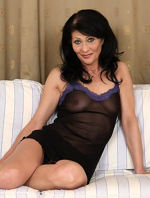 Hot Mature Moms Porn Pictures