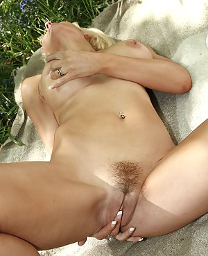 Hot Moms Tight Pussy Porn Pictures