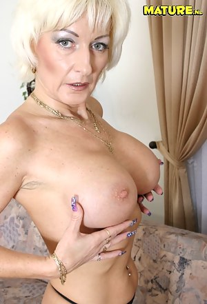 Hot Moms Nails Porn Pictures